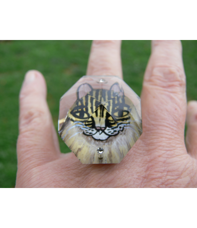 "Adjustable ring of a cat ""Lili"" painted under the crystal by Juliette Ramade®"