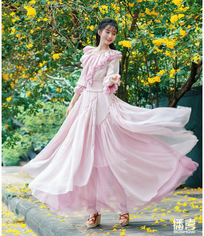 cf2549e9553d Beautiful pink powdered chiffon dress and ruffles Boshow creation Size 38/40