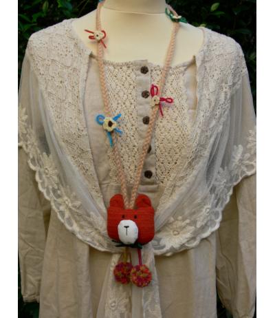 Extra le collier ours tricoté avec pompons et fleurs Bohème Poésie Mori girls